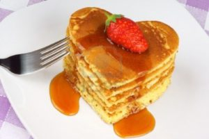 13678008-heart-shaped-pancakes-with-syrup-and-a-strawberry-on-a-white-dish-a-perfect-breakfast-for-valentine